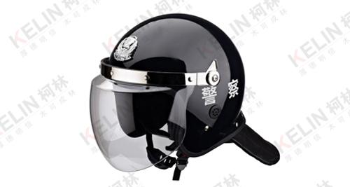 如何正确地使用防暴头盔